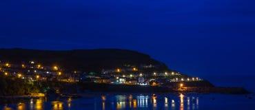 Heure bleue chez nouveau Quay Ceredigion photographie stock libre de droits