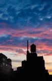 Heure bleue décrivant la tour d'eau de Chelsea, Manhattan, NYC photos stock