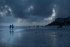 Heure bleue de bleu de plage de montagne Photographie stock