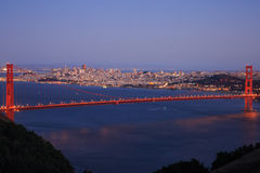 Heure bleue de golden gate bridge Image stock