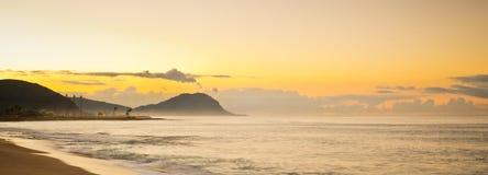 Heure d'or le long de la côte ouest d'Oahu Image libre de droits
