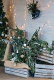 Heure de déballer l'arbre de Noël Image stock