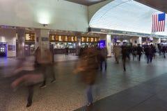 Heure de pointe aux bureaux de billet de Road's de rail du Long Island en station de Penn image stock
