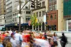 Heure de pointe sur l'Cinquième Avenue, New York Photos libres de droits