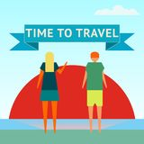 Heure de se déplacer Un homme et une femme observent le lever de soleil sur le rivage d'océan Conception plate Image stock
