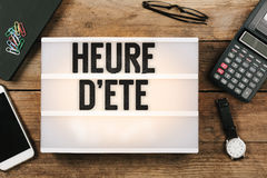 Heure δ ` ete, γαλλικός χρόνος αποταμίευσης φωτός της ημέρας στο εκλεκτής ποιότητας φως ύφους Στοκ φωτογραφία με δικαίωμα ελεύθερης χρήσης