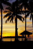 Heure magique de plage tropicale à la station de vacances et à la station thermale du ` s Tanjung Aru de La de Shangri Image libre de droits