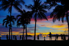 Heure magique de plage tropicale à la station de vacances et à la station thermale du ` s Tanjung Aru de La de Shangri Photos libres de droits