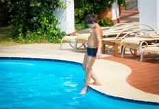 Heure pour le bain à la piscine Photo libre de droits