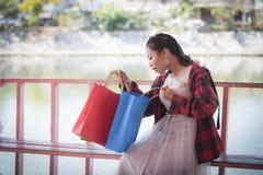 Heureux achats d'amour des achats I de cadeau des cadeaux Photographie stock libre de droits