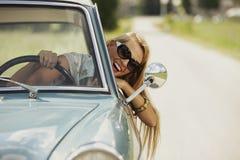 Heureux dans le véhicule photo stock