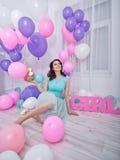 Heureux fille et ballons Photo stock