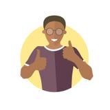 Heureux, joyeux, gai garçon noir en verres Icône plate de conception d'homme africain bel avec des pouces  Refroidissez, joie, em Photos stock