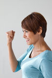 Heureux, positif, souriant, femme sûre montrant son expression positive Images stock
