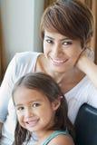 heureux, sourire, famille positive de mère et fille Photo stock