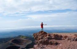 Heureux sur l'Etna photo stock