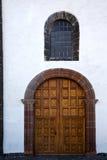 heurtoir brun en laiton et mur blanc ab de canarias de Lanzarote Espagne Photo libre de droits