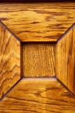 Heurtoir brun en laiton rouillé d'abrégé sur campo de Cardano dans une porte Images libres de droits