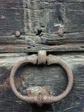Heurtoir de porte avec la rouille photographie stock