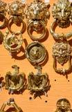 Heurtoirs de porte en laiton, Malte photographie stock libre de droits