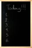 Heute von man bis sechs wird auf eine Tafel geschrieben stockfotos