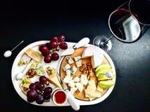 Heutiger Tag ist über Käse und Wein Stockfotografie