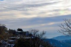 Heuvel en reeks bergen Royalty-vrije Stock Fotografie
