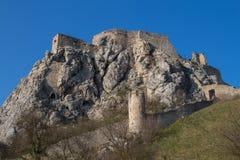 Heuvel met Devin Castle, Bratislava, Slowakije Stock Afbeeldingen
