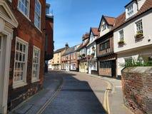 Heuvel van de Cobblestoned de Historische Iep, Norwich, Norfolk, Engeland stock afbeeldingen