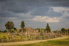 Heuvel van de Kruisen - Donkere Wolken stock foto's