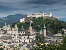 Heuvelfort Hohensalzburg in Salzburg Stock Foto's