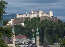 Heuvelfort Hohensalzburg in Salzburg Stock Afbeeldingen