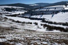 Heuvelig de winterlandschap royalty-vrije stock foto's