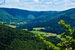 Heuvelig groen Landschap in Duitsland royalty-vrije stock fotografie
