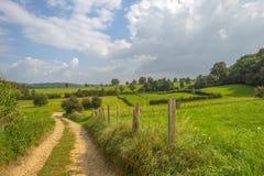 Heuvelig landelijk landschap royalty-vrije stock afbeelding