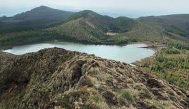 Heuvelig panorama in de Azoren Stock Foto's