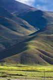 Heuvelig Tibetan landschap royalty-vrije stock afbeelding
