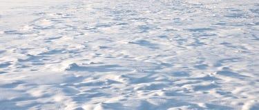 Heuvelige sneeuwbank Royalty-vrije Stock Afbeeldingen
