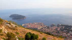Heuvelmening van Dubrovnik en Otok Lokrum in Kroatië Royalty-vrije Stock Fotografie