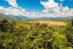 Heuvels en blauwe hemel Stock Foto