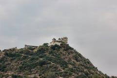 Heuvels en tempel Stock Afbeelding