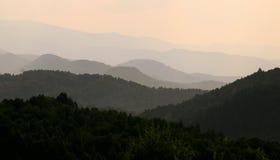 Heuvels en valleien in kleuren stock afbeelding