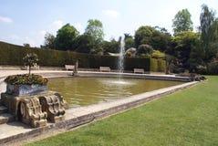 Hever在一个庭院的城堡喷泉在Hever, Edenbridge,肯特,英国,欧洲 免版税图库摄影