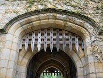 HEVER, KENT/UK - 6月28日:在Hever城堡的Portcullis在Hev 免版税图库摄影