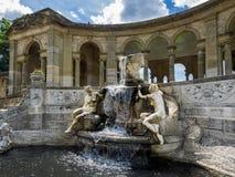 HEVER, KENT/UK - 28-ОЕ ИЮНЯ: Взгляд фонтана нимфы l Стоковая Фотография