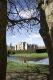 Hever slott, mellan träd arkivbild