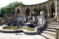 Hever slottspringbrunn & kolonnad i Hever, Edenbridge, Kent, England, Europa royaltyfria bilder