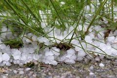 Hevig, gevaarlijk onweer met hagel stock foto