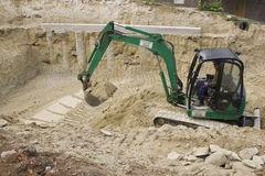 HEVIZ, HONGRIE - AOÛT 2013 : Bouteur, excavatrice Digging Photo stock
