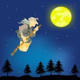 Hexe der alten Frau mit Besen fliegt auf nächtlichen Himmel Stockfoto